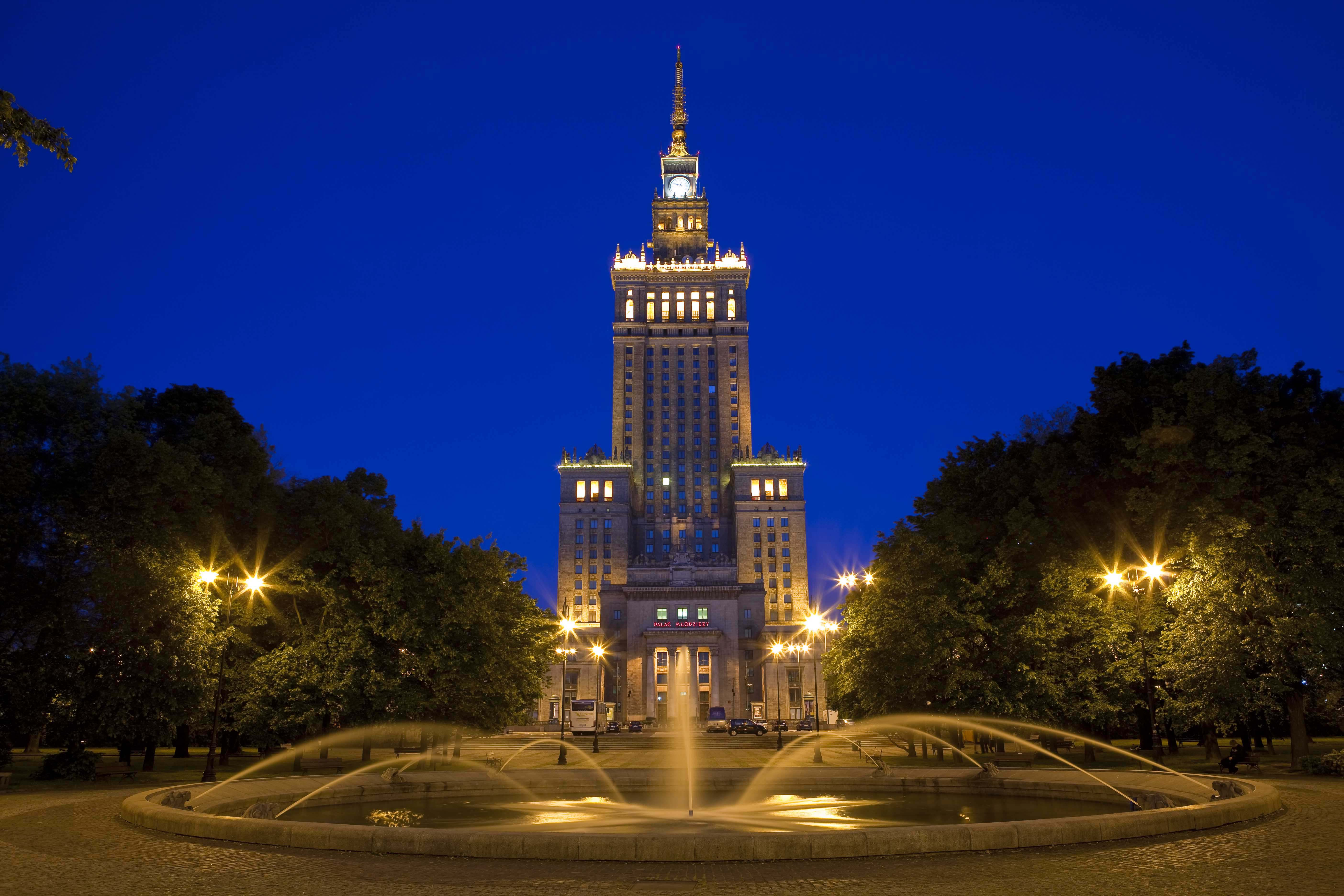 The Car Company Warsaw >> Palace of Culture and Science by night | AB Poland Travel