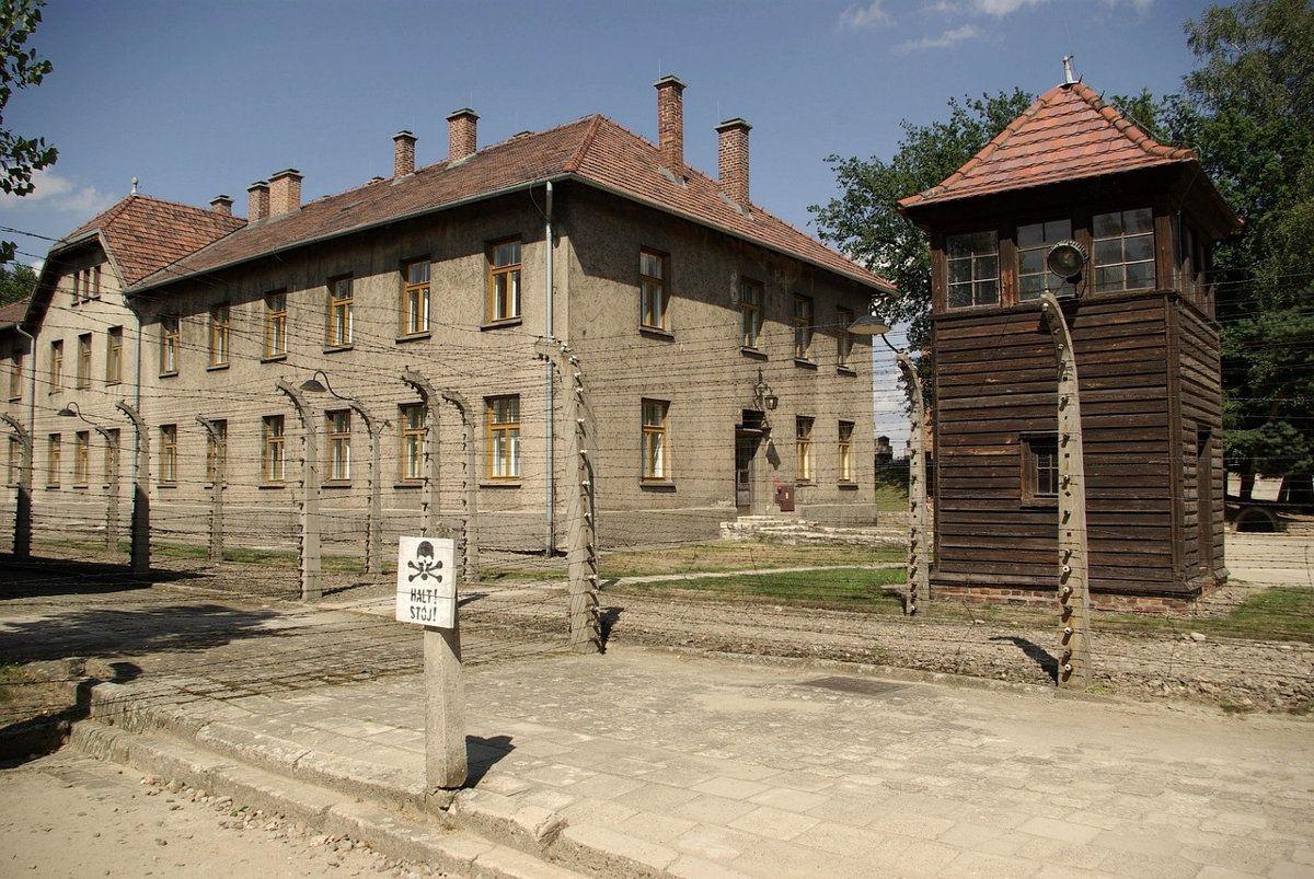 Auschwitz Tour From Warsaw Poland