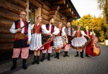 Folk show group